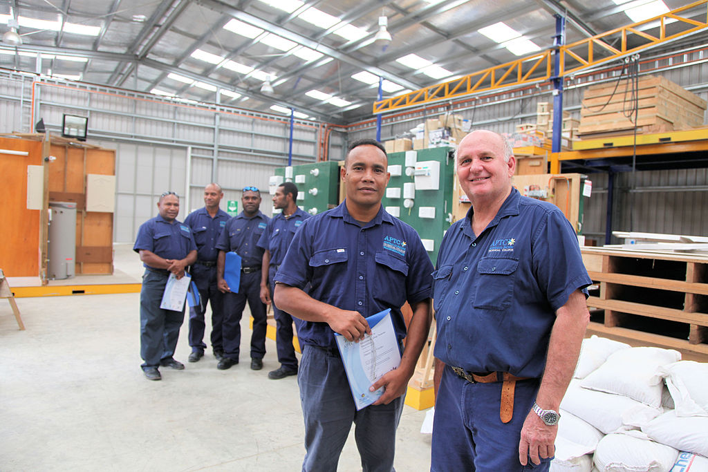 Australia_provides_training_for_PNG_electricians_(10673381114)